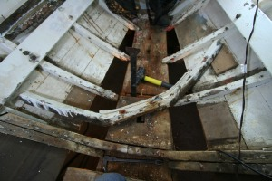The old rotten frame coming out. There was almost nothing holding them to the stem/keel.