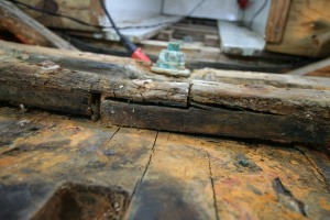 Now we can see how the floor timbers fit together